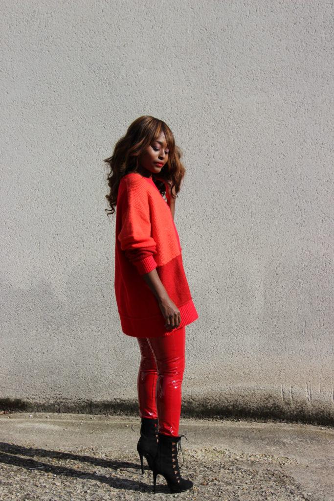 pantalon_en_vinyle_rouge
