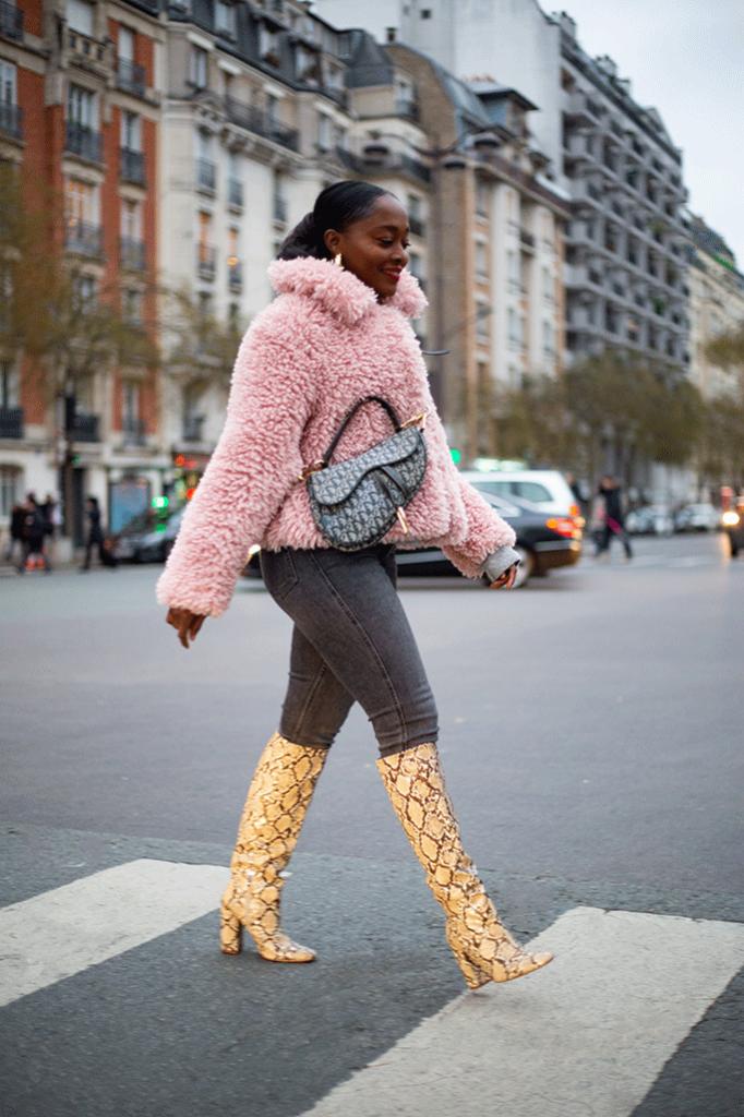 blog de mode look avec bottes hautes imprimee serpent